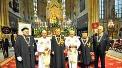 Bratovština hrvatskih vinskih vitezova: Biskupu banjolučkom Franji Komarici dodijeljena svećenička stola
