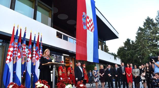 Video + foto: Kolinda je okružena pravim smećem, otpad iza ograde Ureda predsjednice otkriva Romeo Ibrišević