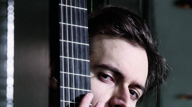 VIDEO Petrit Ceku sa Zagrebačkim solistima u Vatroslavu Lisinskom