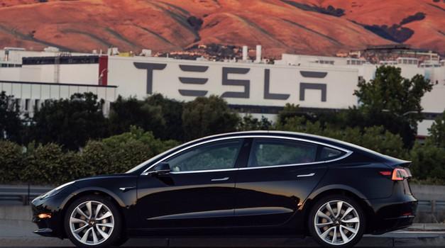 Elon Musk pokazao slike Tesle 3, nakon Roadstera najmanjeg ikada i najjeftinijeg, s autonomijom 350 km i cijenom od 35.000 eura