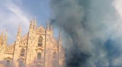 Armadina bakljada ispred Milanske katedrale, fali iskra da se ponove BBB - Start u Teatro alla Scala