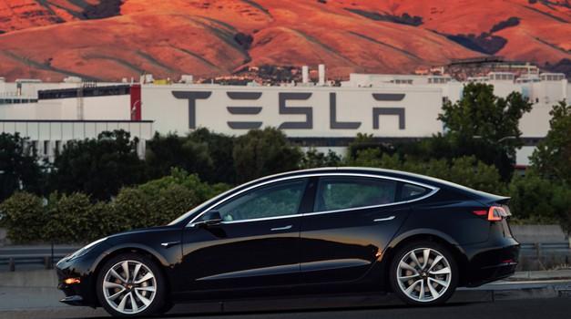 Tesla se suočava s poteškoćama u proizvodnji Modela 3
