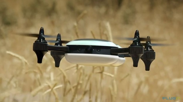 Amazon patentirao dron koji može puniti automobil
