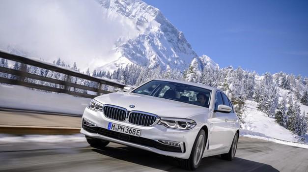 BMW-ova Serija 5 predstavlja klasični sedan 530e iPerformance, uskoro i sustav bežičnoga punjenja