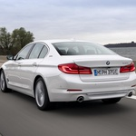 BMW-ova Serija 5 predstavlja klasični sedan 530e iPerformance, uskoro i sustav bežičnoga punjenja (foto: BMW)