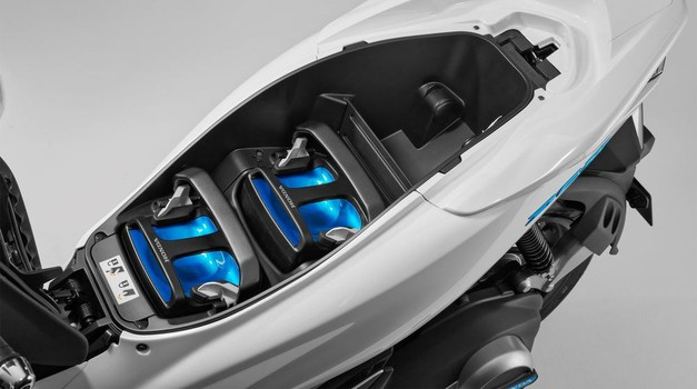 Predstavljeni električni i hibridni skuteri!