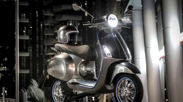 70 godina nakon izlaska prvog motocikla, legendarna Vespa postaje električna