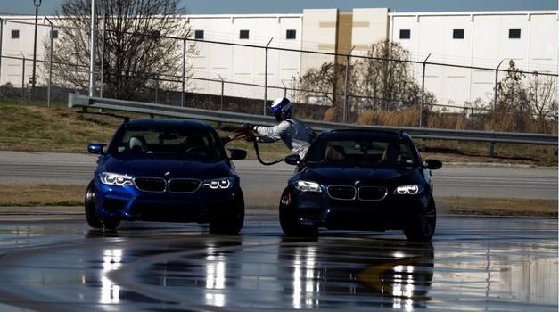 VIDEO:  374,17 km driftao non-stop 8 sati u novome BMW-u M5 - ludi rekord, a gorivo točili u spektakularnoj vožnji