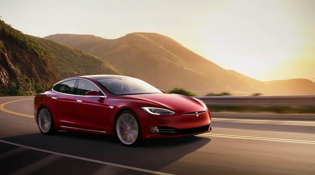 Opet se Tesla oteo kontroli, zakazao mu autopilot pa je udario u vatrogasno vozilo u Kaliforniji