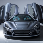 Rimac C_Two front and Gull wing (foto: Rimac automobili)