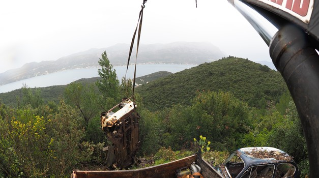 Video: S Korčule sad puca još ljepši pogled na Pelješac, jer Romeo je s vidikovca uklonio četiri olupine