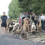 Na samo 200 km od Moskve lokalni seljaci uz cestu nude preparirane medvjede, vukove, jazavce, bunde, mast... (foto: igor stažić)