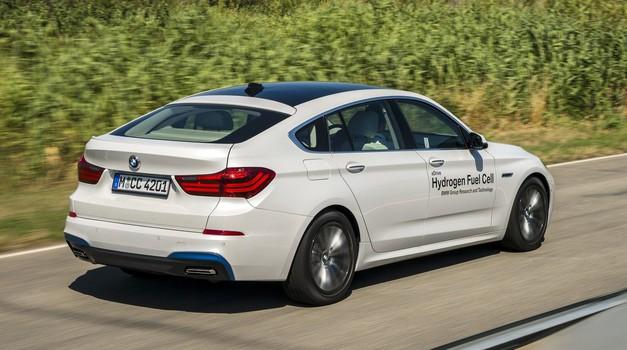 BMW ne želi odustati od pogona na vodik