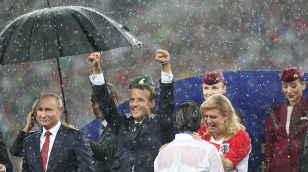 Kolindi ne treba ničiji kišobran pa ni Vladimira Putina, kakve li samo srčane, ljupke i iskrene predsjednice