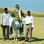 U Egiptu kraj Keopsovih piramida, sa svoja tri najbliža suradnika (foto: Prijatelji)