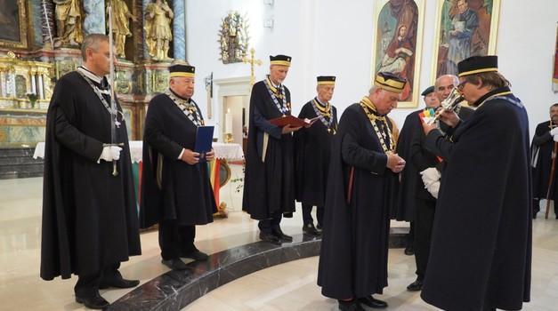 Josip Mrzljak, varaždinski biskup monsignor u slavu Boga i slavu vina primio u redove vitezova 9 novih članova