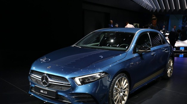 Pariz 2018: Mercedes-AMG A35 napada Audi S3