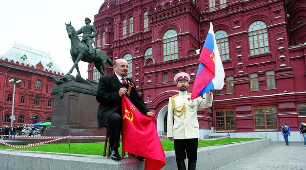 U Moskvi žene mnogo lakše kažu DA i zbog toga što ih je u Rusiji 11,3 milijuna više nego muškaraca - grad koji živi 100 na sat