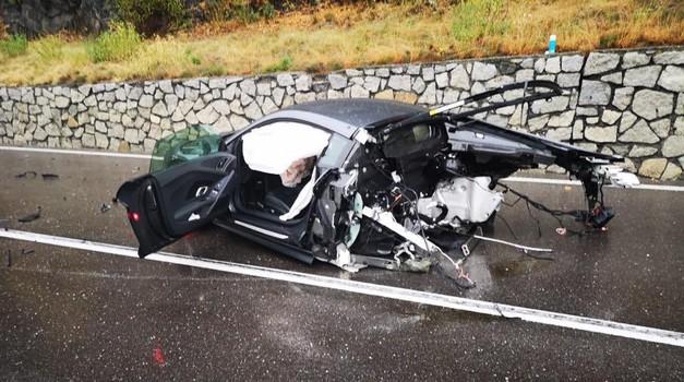Divljom vožnjom prepolovio Audi R8, a prošao samo s nekoliko ogrebotina