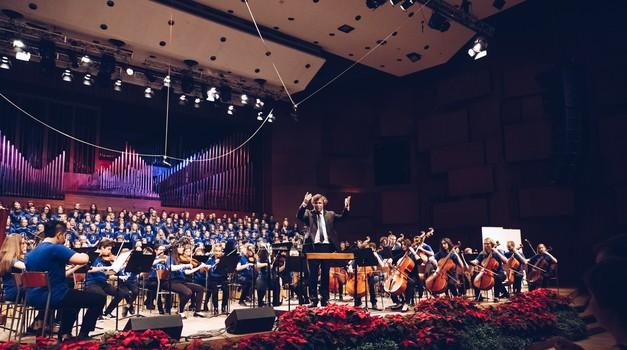 """""""Šef"""" Bečkih dječaka, Gerald Wirth, ravnao u Lisinskom mladim glazbenicima Srebrenice, Zagreba i Niša"""