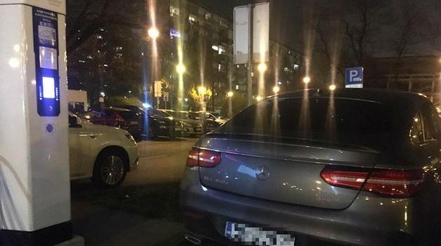 """Upozorenje građanima: U Zagrebu se pojavile lažne kazne za parkiranje, a (o)bijesni dizelaši toče """"gorivo"""" na elektropunionicama"""