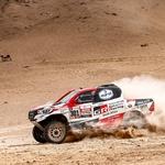 Kakva lekcija Toyote Peugeotu i Miniju koji su jurili i zapinjali, no Nasser Al-Attiyah vozio je najpouzdaniji bolid, Šaškin 4. u klasi (foto: DPPI/Start)