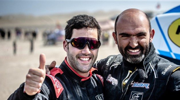 VIDEO: Cro Dakar Team dobiva najviše državno odličje Križa Vitezova, ali ne od Kolinde, već od portugalskog predsjednika koji daruje mehaničara Šaškina i Bittermana