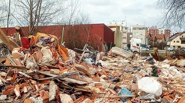 Video + foto:  Samo ograde dijele Kolindinu rezidenciju na Pantovčaku i Kraševu tvornicu u Maksimiru od rugla i deponija smeća