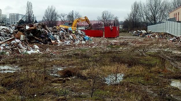 Bandić skokom kud Romeo okom - u samo 24 sata uklonjeno smeće ispred ograda Kraša i Kolinde, a vlasnici parcele iz Krapine kazna i račun za čišćenje