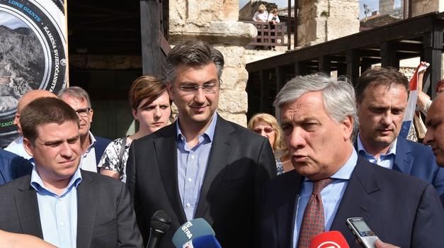 """TAJ ani nas je već tri puta prevario, prvo je dao lažnu podršku Plenkoviću, potom """"nagovorio"""" Butkovića da odustane od vinjeta,  a sad svojata Istru i Dalmaciju"""