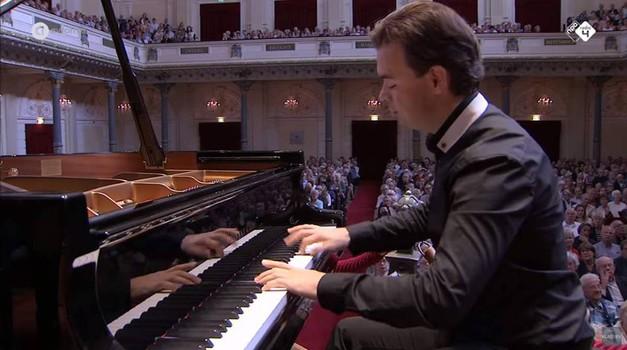 Zagrepčanin iz Salzburga s adresom u Amsterdamu u Lisinskom svira Straussa, Schuberta i Lazića