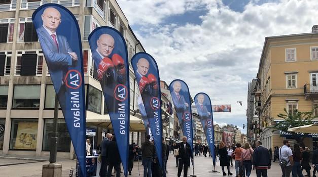 """4x VIDEO Što je sve rekao Mislav Kolakušić u Rijeci: - Bit ću premijer, ministar pravosuđa i policije i utvrditi ću jesu li """"mercedes"""" kupili svojim ili našim novcem"""