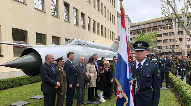 Rudolfu Perišinu u čast, NAVIK ON ŽIVI KI ZGINE POŠTENO  - MIG koji je Hrvatskoj udahnuo život iz Austrije u Zagrebu