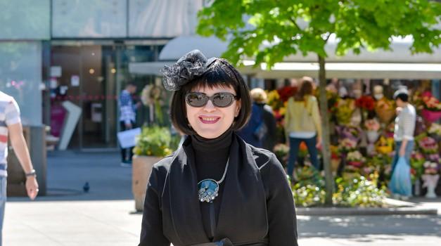 Mirela Holly, poznata Black Lady iz redova crvenih ekstravagantnom odjećom mamila poglede na zagrebačkoj Špici