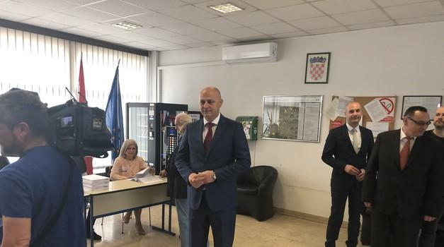 Kolakušić očekuje dva mandata, po 1. izlaznim anketama ide u EU sa 8,2%!!!! Odmah nakon izbora objavit će i utrku za predsjednika Republike