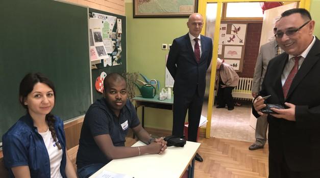 EKSKLUZIVNO VIDEO: Lista 15 3. SNAGA U DRŽAVI!!! Evo što je na izbornom mjestu rano jutros rekao Mislav Kolakušić