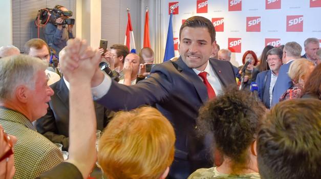 EKSKLUZIVNO: foto galerija x20 s SDP-ovog slavlja trijumfa na EU izborima, Davor Bernardić najavio brz odabir kandidata za predsjednika, je li riječ o Milanoviću?