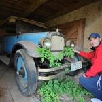Baka Ančica Častek (90) iz Otočca skrivala u štaglju od komunista Oakland iz 1929. kakav je vozio i Al Capone punih 80 godina i sad zasluženo putuje u Muzej Presečki (foto: Romeo Ibrišević)