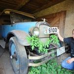 Baka Ančica Častek (90) iz Otočca skrivala u štaglju od komunista Oakland iz 1929. kakav je vozio i Al Capone punih 80 godina i sad zasluženo putuje u Muzej Presečki (foto: Zelene stope)