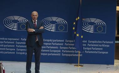 Mislav Kolakušić jedini od 751 EU parlamentarca s imenom i prezimenom, ostali u 11 stranačkih klubova
