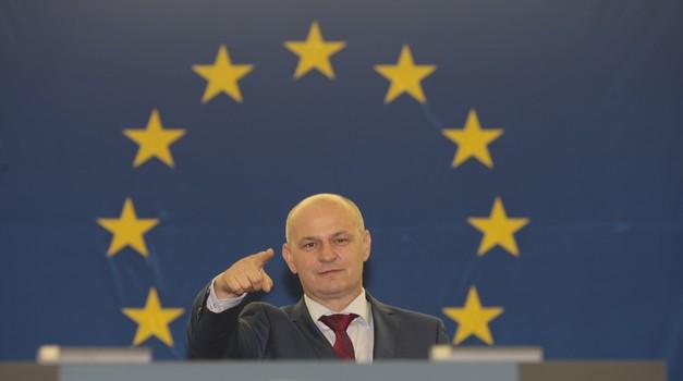 VIDEO x2 Kolakušić prozvao Nijemce za supremaciju: - I sada bi još trebali izabrati predsjednika EK iz Njemačke. E to nije EU! Odgovorila mu je Ursula von der Leyen