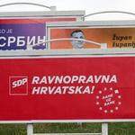 Rebnuli Petrinjca koji je nalijepio na auto KOLAKUŠIĆEVU sličicu na dan izborne šutnje s 2000 kn, koji je bio parkiran i ispod jumbo plakata HDZ-a, SDP-a... koji naravno nisu kažnjeni (foto: dominiko kasalo)