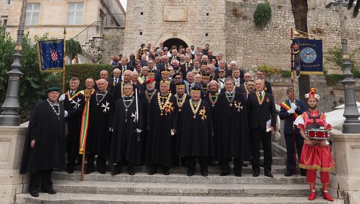 Pompozno su Europski vitezovi na Korčuli proglasili Europsku berbu grožđa, a u slavu Boga i vina imenovali i vitezove na misi u Katedrali svetog Marka