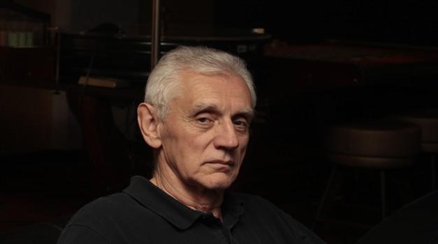 Na pomolu veliki preokret u procesu Miroslava Dorešića i Sunčice Findak, vještaci nakon 16 godina ustvrdili da prijeteću poruku bačenu s kamenom u stan TV urednice nije pisao bivši zamjenik ministra