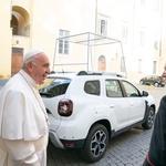Papa Franjo ostaje ponizan - Ford Fiestu zamijenio Dacia Dasterom, naši političari i dalje bahati - milijuni kuna za bijesne Mercedese i Audije (foto: Renault Italy)