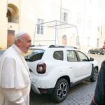 Papa Franjo ostaje ponizan - Ford Fiestu zamijenio Dacia Dasterom, naši političari i dalje bahati - milijuni kuna za bijesne Mercedese i Audije (foto: renault)