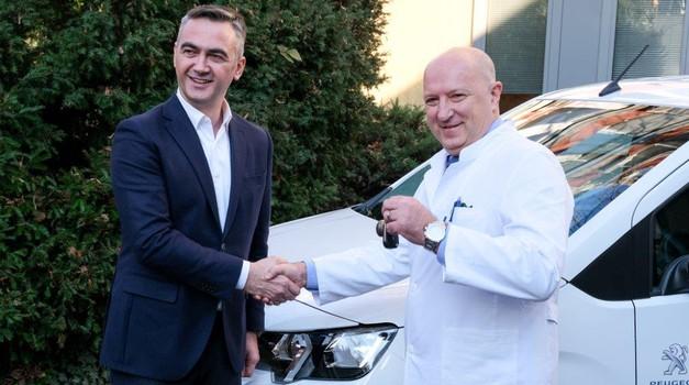Prekrasna priča za početak nove godine - Peugeot darovao kombi Rifter Klinici za dječje bolesti u Zagrebu