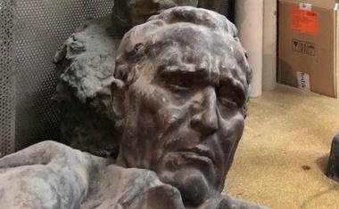 Vsaka hiža ima svoga križa! Od svih 6 HR predsjednika jedino Kolinda nije voljela Tita, maknula ga je s Pantovčaka. Ako je bio dobar Tuđmanu, zašto ne bi bio i Milanoviću. Što vi mislite?