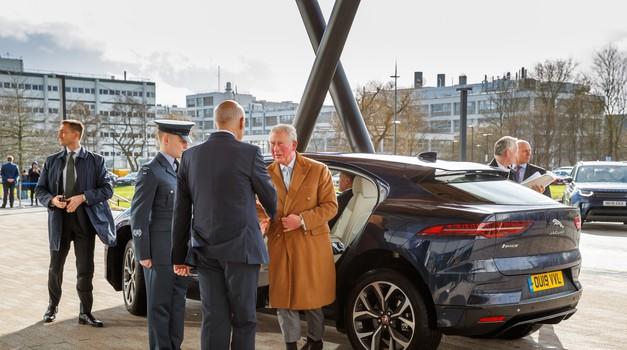 """Englezi se žestoko okreću Indijcima i fućka im se za EU. Princ Charles otvorio s """"Tatom"""", velebni centar gdje se razvijaju auti budućnosti"""