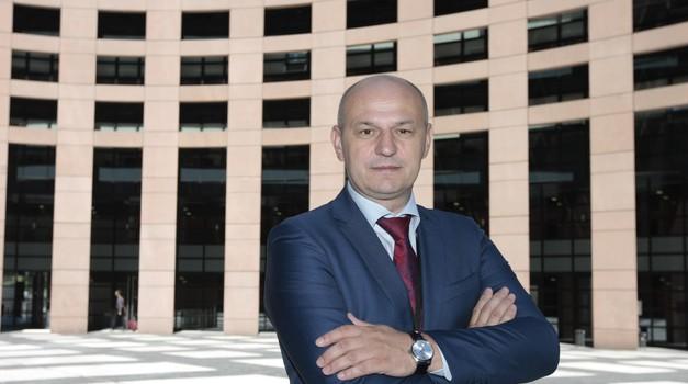Ima i 6400 dijeljenja posta na Facebooku, a Plenković i Milanović 100 x manje, a ni jedan HR mediji ne prenosi eurozastupnika